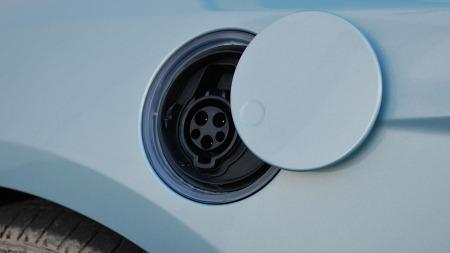 Bort med tanklokken og inn med dette i stedet - Ford Focus har blitt elbil.