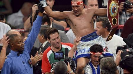 VERDENSMESTER: Orlando Salido (32) vant beltet som viset at han er innehaver av WBO-tittelen i fjærvekt. (Foto: Ethan Miller/Afp)