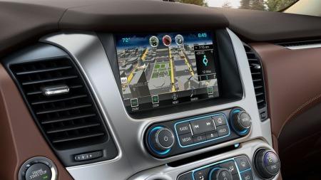GM ligger godt an når det gjelder å utvikle multimediasystemer med gode brukergrensesnitt til sine divisjoner, og Chevrolet er intet unntak. Det er selvsagt på plass også i nye Suburban og Tahoe.