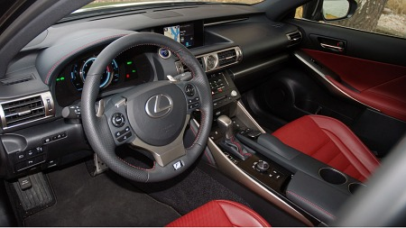 Lexus-IS300-H-dashbord (Foto: Benny Christensen)