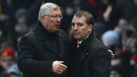 MØTTES: Alex Ferguson og Brendan Rodgers etter Premier League-møtet mellom Manchester United og Liverpool i januar 2013. (Foto: ANDREW YATES/Afp)