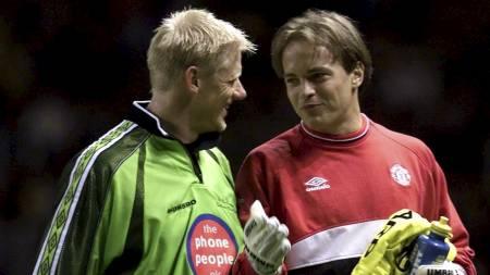 KEEPERE: Peter Schmeichel og Mark Bosnich spilte begge for Manchester United. (Foto: MAX NASH/AP)
