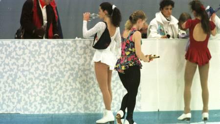 BITRE RIVALER: Rivaleriet mellom Nancy Kerrigan og Tonya Harding ble tatt til uante høyder før OL på Lillehammer. (Foto: Åserud, Lise/NTB scanpix)