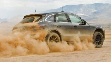 Porsche Macan leker seg i ørkenen - bare noen uker før den skal debutere offisielt på bilutstillingen i Los Angeles.