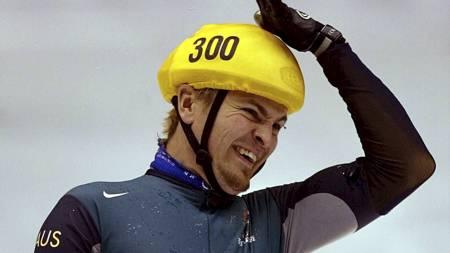 LAST MAN STANDING: Steven Bradbury sto for tidenes OL-sjokk da han vant 1000 meter kortbaneløp i Salt Lake City. (Foto: LIONEL CIRONNEAU/AP)
