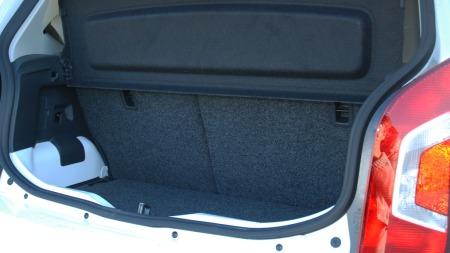 Du får inn handleposene, men noen plassorgie er e-up!-bagasjerommet på ingen måte.