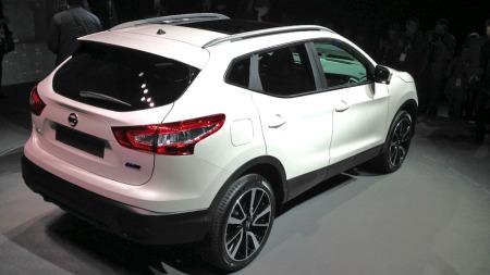Nissan går for et tøffere og mer sporty design på nye Qashqai - det ser vi også tydelig bakfra.
