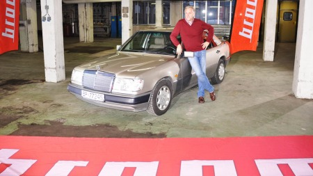 Nei - dette er ikke verdens beste bil, sier Broom-Benny, men han har selv drømt om å eie en - feil og mangler til tross.