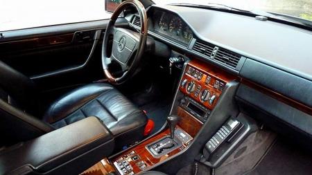 Ekstra trevverk i interiøret og telefon i bilen var men enn nok til å imponere undertegnede - og de fleste andre - på 80-tallet.