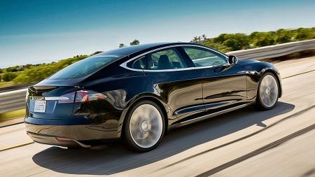 Lekre Tesla er årets definitive bilsnakkis og luksusbilen kan nok takke en liten plastbil fra Aurskog for at den kan selges uten moms og avgifter her i Norge.