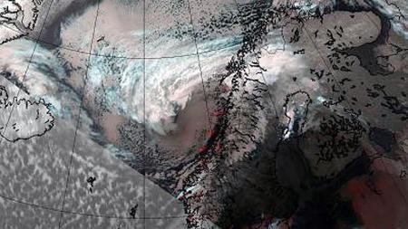 SETT OVENFRA: Dette satelittbildet viser «Hilde» klokken 18.00 lørdag. (Foto: MET)