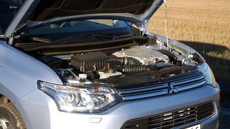Hele tre motorer. En bensin og to elmotorer. Effekten er 202 hk.  (Foto: Benny Christensen)