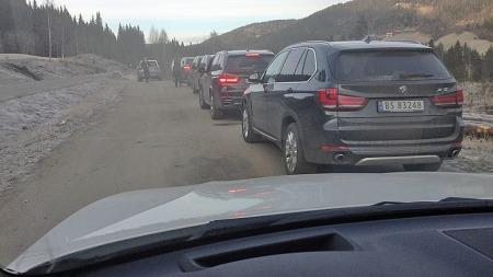 Nei, dette er ikke noe vanlig syn ute i norsk trafikk, splitter nye BMW X5-er på rekke og rad!