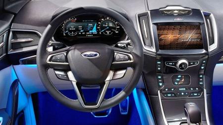 Slik ser det ut inne i Edge-konseptet. Ford prioriterer ryddig design og eksklusive materialer i sine større modeller.