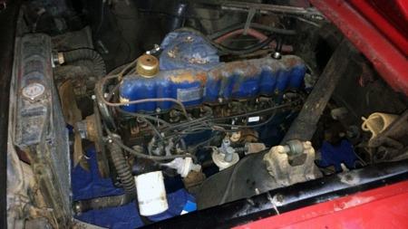 Motoren er en 170 cu in rekkesekser og girkassen tretrinns manuell  (Foto: fra eBay)
