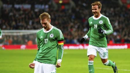 SENKET ENGLAND: Per Mertesacker ble matchvinner på Wembley. (Foto: EDDIE KEOGH/Reuters)
