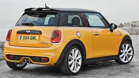 Slik ser nye Mini ut bakfra - i Cooper S-utgave. Nei, endringene er ikke veldig store...