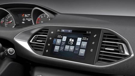 Peugeot 308 detalj skjerm og instrumenter