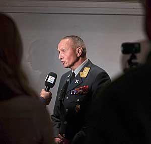 Generalløytnant Kjell Grandhagen, sjef for Etterretningstjenesten,   redegjorde tirsdag for Dagbladets Snowden-oppslag.
