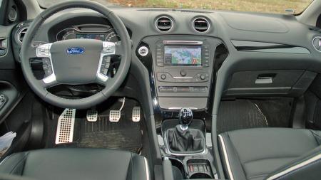 Ford har pyntet opp og oppgradert interiøret underveis. I Premium- versjonen ser det ganske påkostet ut.