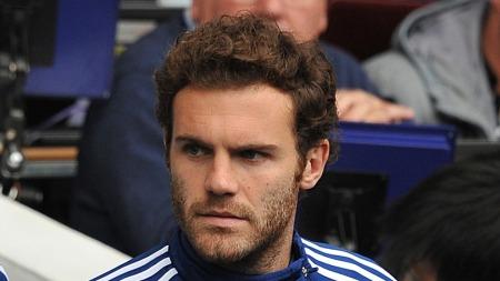 PÅ BENKEN: Juan   Mata må stort sett finne seg en plass på benken når Chelsea spiller.   (Foto: Andrew Matthews)