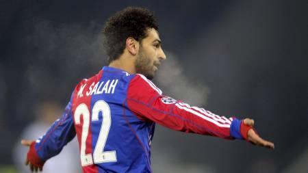 EGYPTISK MESSI: Mohamed Salah jubler etter å ha senket Chelsea. Nå kan han få nye og hyppigere muligheter til nettopp det. (Foto: SEBASTIEN BOZON/Afp)