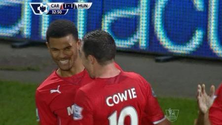 SCORET MOT GAMLEKLUBBEN: Fraizer Campbell gliser etter å ha satt inn 1-1-målet mot Manchester United. (Foto: TV 2)