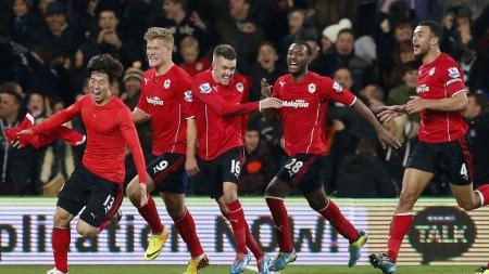 VILL JUBEL: Cardiff-spillerne kunne glede seg etter sent utligningsmål på hjemmebane. (Foto: AP Photo/Matt Dunham))