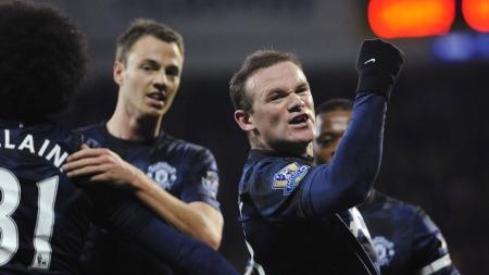 FEIRER ÅPNINGSMÅLET: Wayne Rooney jubler etter å ha satt inn 1-0 for Manchester United. (Foto: REUTERS/Rebecca Naden)