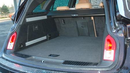 Insignia har ikke klassens største bagasjerom, men det er svært enkelt å utnytte plassen her.
