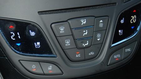 Varme og kjøling i setene - og en veldig smart ting som varme i rattet er på plass i en svært rikholdig utstyrspakke.
