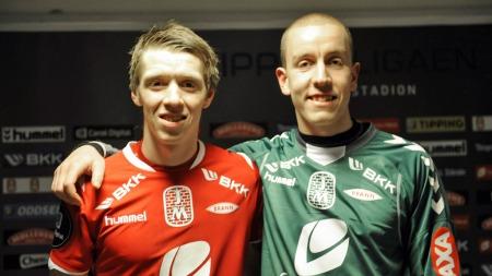 I BRANN: Her er Hannes Thor Halldorssón avbildet sammen med sin landsmann Birkir Sævarsson etter 3-1-seieren mot Sandnes Ulf på Brann Stadion i fjor. (Foto: Hommedal, Marit)