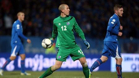 LANDSLAGSKEEPER: Hannes Thor Halldórsson i aksjon mot Kroatia i VM-kvalifiseringen. Island røk ut i playoff-runden med 0-2 sammenlagt. (Foto: Igor Kralj/PIXSELL, ©DK)