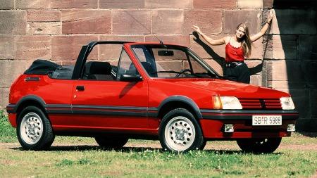 205 GTI fantes også som cabriolet, men heter da CTI. Den kom i 1986.