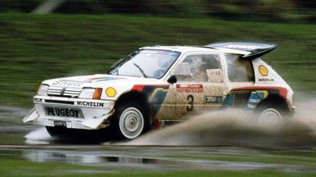 Peugeot 205 Rally 16. Et skikkelig rallyjern som tok hjem to VM-titler før hele klassen med gruppe B-bilene ble avviklet .