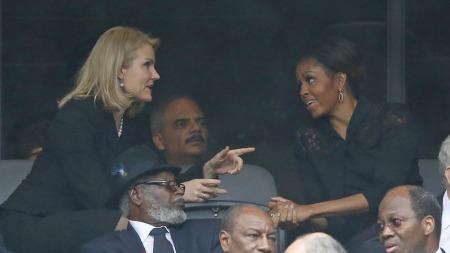 Den danske statsministeren, Helle Thorning-Schmidt, snakket ikke bare med presidenten selv, men også førstedamen, Michelle Obama.  (Foto: AP Photo/Matt Dunham)