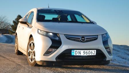 Opel har satt ned prisen på Ampera kraftig - spørsmålet er om uansett er for sent for denne bilen.