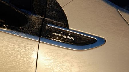 Opel Ampera er i praksis to biler i ett - og kan brukes som ren elbil for mange av de som i dag bruker slike biler til pendling. Likevel har den ingen elbil-fordeler.