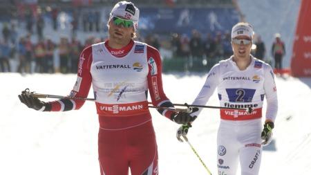 STAFETTGULL: Northug sikrer norsk VM-triumf foran Calle Halfvarsson. (Foto: Bendiksby, Terje)