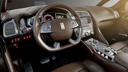 Det er høy materialkvalitet og mye særpreg inne i DS5. På dette området har bilen fått mye skryt.