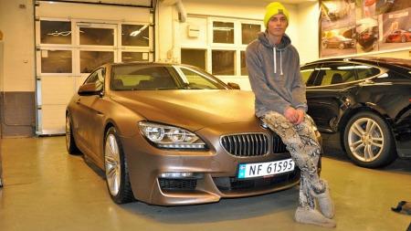 Mikkel Christiansen i DJ Broiler har kjøpt seg ny bil i høst ¿ en BMW 6-serie ¿ og ville gi den sitt personlige preg. Derfor fikk han foliert hele bilen i en ny farge.