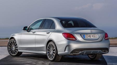 Mercedes går for et sporty og coupe-inspirert design på nye C-klasse.