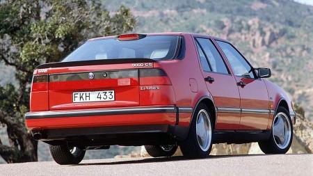 Saab ble heller ikke spart. Dette er en 9000 CS fra 1992