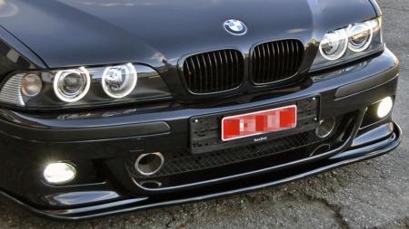 BMWs M-sportfront er tøff nok i utgangspunktet, her har eieren åpnet litt ekstra for å få inn luft til den oppskremte V8-motoren, og satt på en ekstra leppe helt nederst. (Foto: Privat)