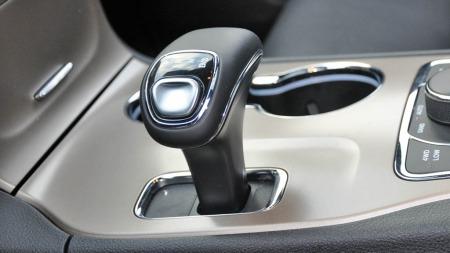 Girspaken ligner litt på de Audi bruker i sine nye modeller, men er hverken like elegant eller like god å bruke.