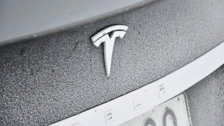 MOdel S logo på bagasjelokk