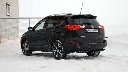Den folkekjære Toyota RAV4 kom i helt ny utgave i fjor. Nå er   en ny og billigere utgave som passer norsk vinter som hånd i hanske på   plass.