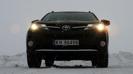 Høy bakkeklaring og firehjulstrekk har sine klare fordeler når snøen laver ned. (Foto: Benny Christensen)