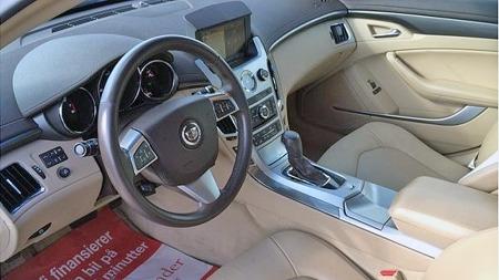 Drøyt 60.000 kilometer merkes ikke på interiøret i Cadillacen, som har den store motoren, firehjulsdrift,