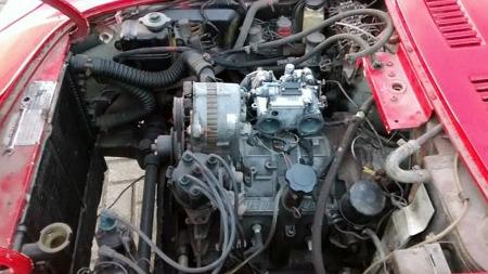 Motoren i bilen er en nyere wankel-motor fra 1974. Den opprinnelige 110-hestersversjonen ble etter hva vi forstår kun levert i de 343 bilene som ble bygget av Serie I - så lykke til med å finne en slik dersom du handler inn denne prosjektbilen! (Foto: eBay.com)